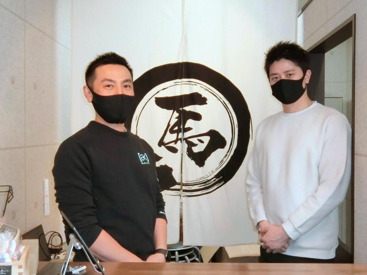 代表の林健二さん(左)とスタッフ