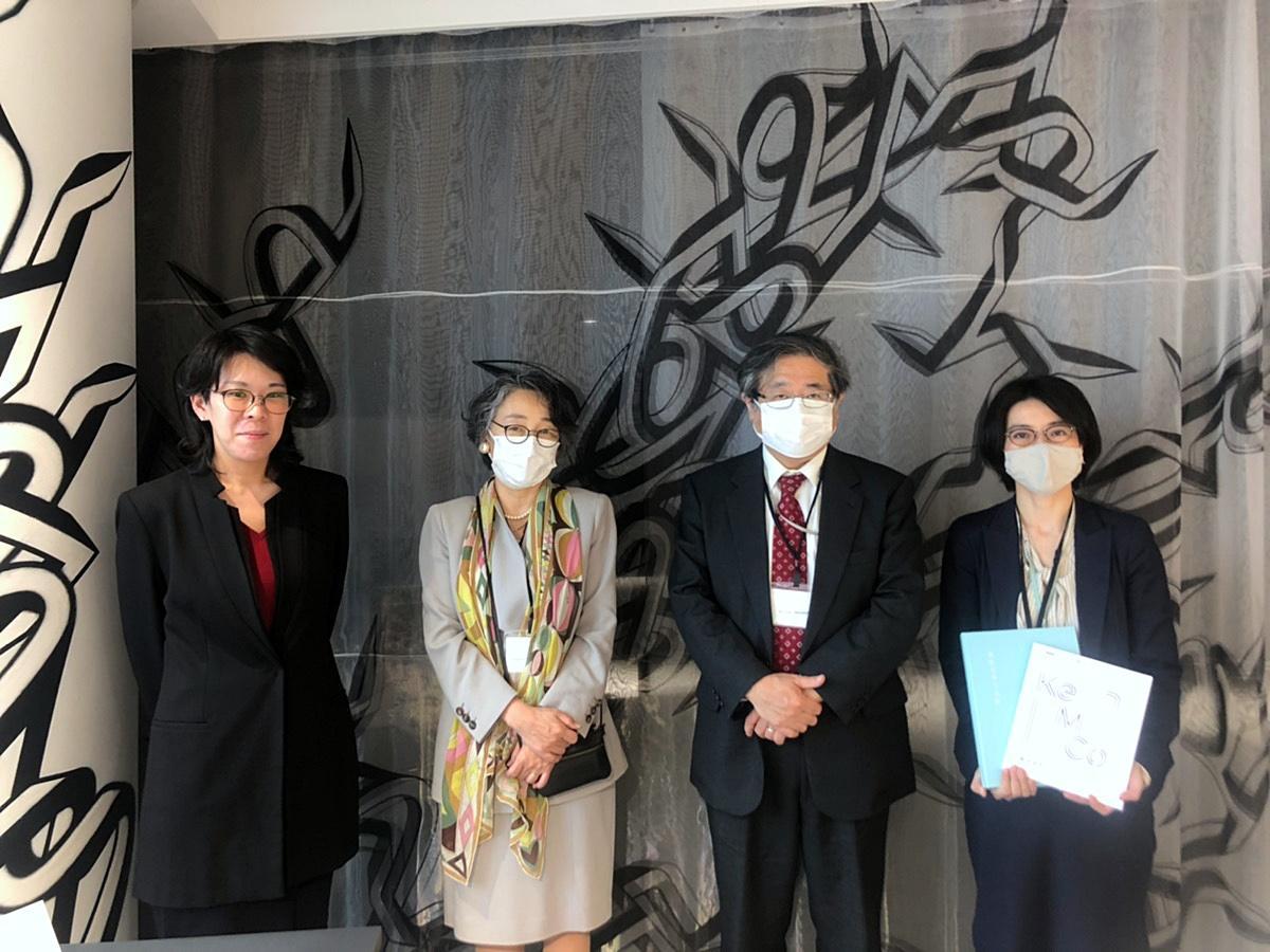 左からミュージアム・コモンズ専任講師の本間友さん、副機構長の渡部葉子さん、機構長の松田隆美(たかみ)さん、専任講師の松谷芙美(まつやふみ)さん