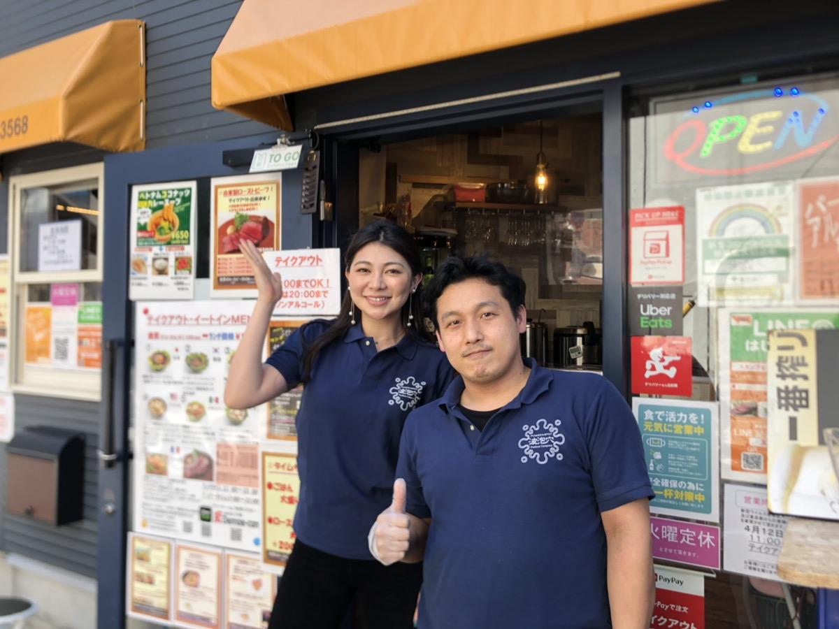 店長の前田拓也さん(右)とスタッフの一ツ山里紗さん