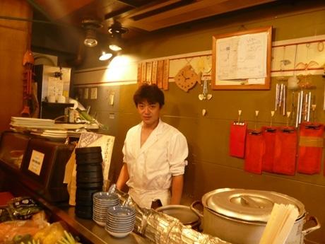 新橋「魚金」3号店の名物店長松山さんが新店舗「魚金ゆりかもめ店」の担当へ(写真=松山さん)