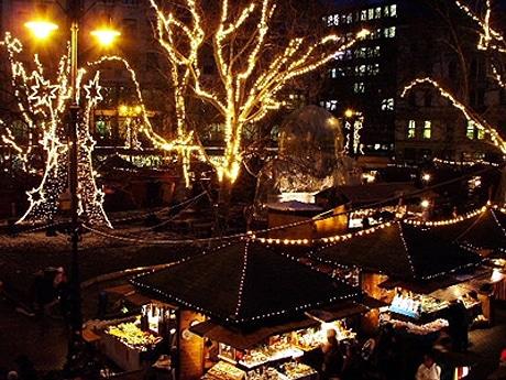 汐留イタリア街でクリスマス・マーケット(写真=イタリアのマーケット)