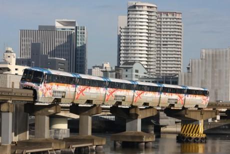 運行期間が延長になった東京モノレールの特別車両「フラワートレイン」(写真提供=東京モノレール)