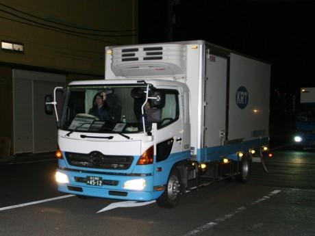 港区は友好都市・いわき市の救援要請に応え、物資やボランティアを募集している(写真=18日、いわき市へ向け物資を運ぶ港区のトラック)