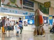 浜松町駅に「イカール星人」襲来?-函館観光PRの一環で