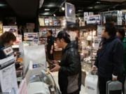 「タミヤ」新橋店で初売り-ミニ四駆グッズ福袋求め行列
