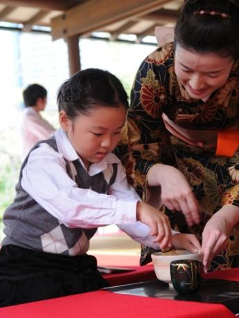 外国人にも人気の大茶会が今年も間もなく開催される(写真=昨年の様子)