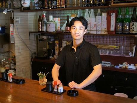 「うまい魚と天ぷら ジロー」店主の小林二郎さん。よく通る声と切れ味の良い喋(しゃべ)り方が魅力