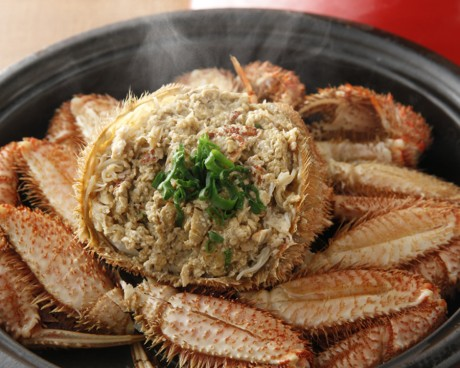 「北海道産浜ゆで毛ガニの丸ごと蒸し」は身がほぐしてあるため食べやすく、見た目もインパクトがあり人気という。