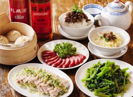 さまざまな料理が小皿で楽しめる豊富なメニュー