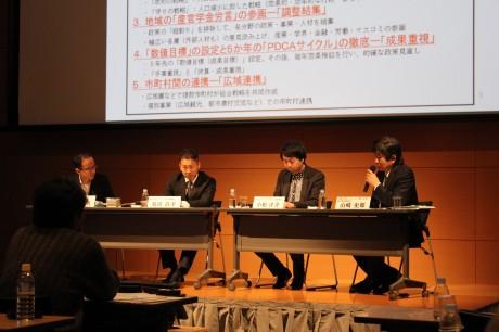 復興リーダーと山崎内閣官房によるディスカッション