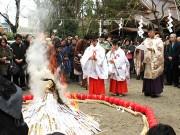 愛宕神社で「七草お火焚き祭」 無病息災を願う