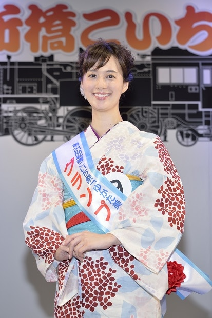 「ゆかた美人コンテスト」グランプリと新橋ねっと賞を受賞した塗茂るなさん。