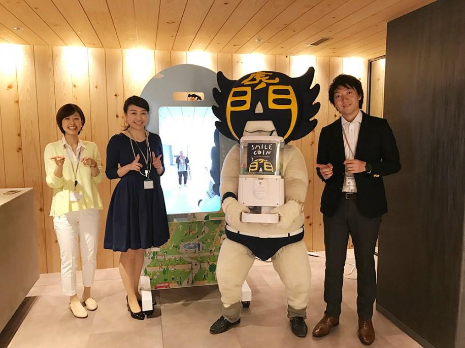 左から、新田美羽さん、納由美子さん、カモ虎課長、佐藤隆二さん