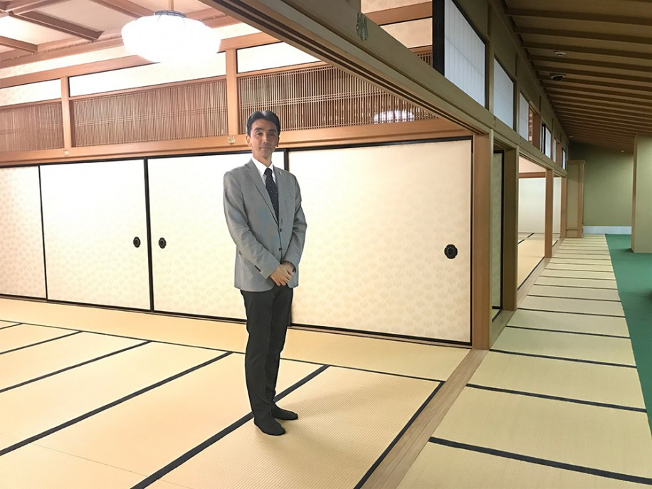 東京美術商協同組合理事の伊波賢一さん