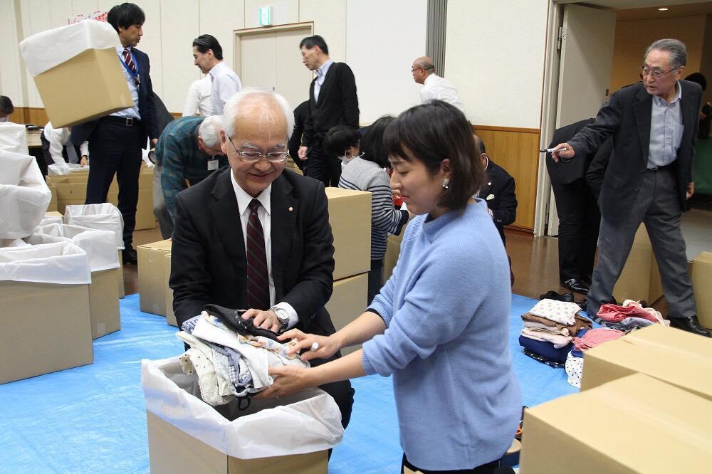 12月20日の仕分け・梱包作業に参加した社長の助川龍二さん
