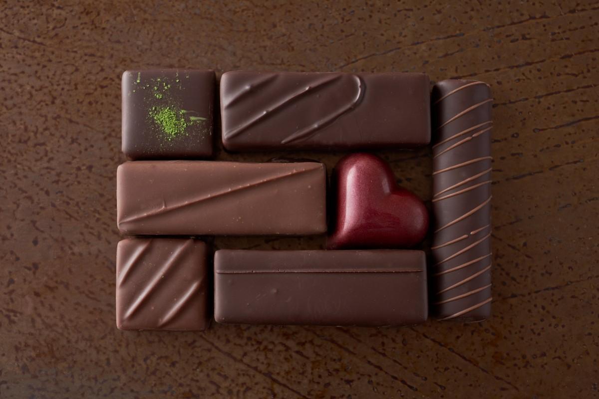 ホテルオークラ東京でバレンタイン限定チョコ 24人のパティシエが創作