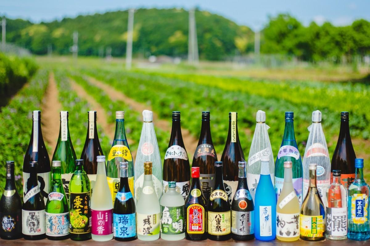 「全国各地のまだ表に出ていない、個性的な蔵元がこだわり抜いて造る日本酒」を100種類以上そろえる「KURAND」