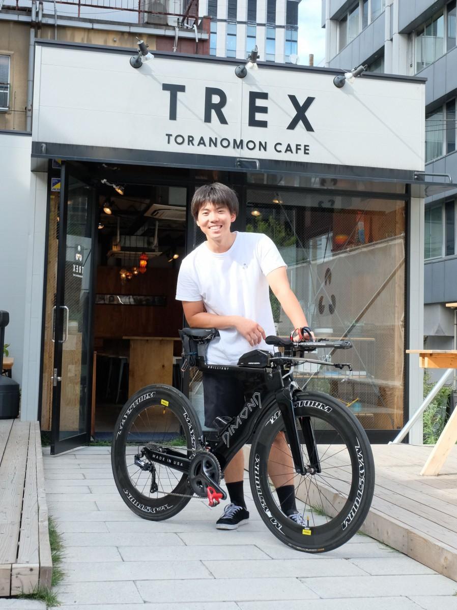 自身もトライアスロン選手で、同店で自転車のメンテナンスや販売を担当する斉木護さん