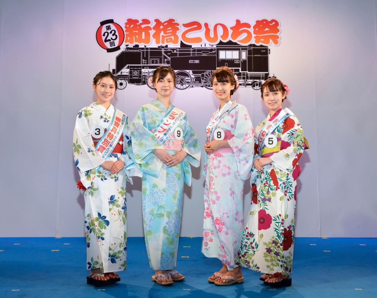 ゆかた美人コンテスト受賞者(左から佐藤奈織美さん、平百恵さん、白木愛奈さん、久保沙里菜さん)