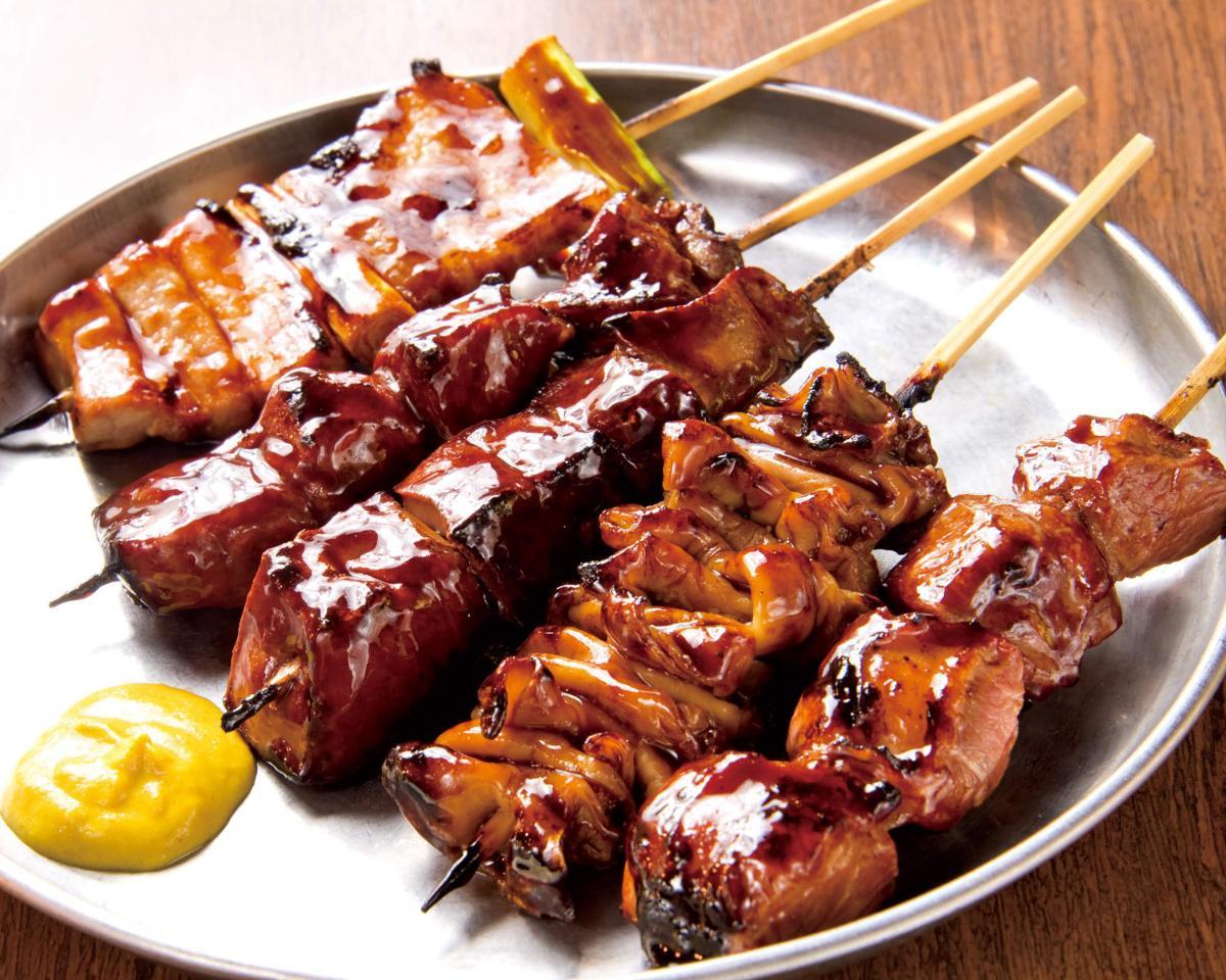 串打ちした「和豚もちぶた」を使った「炭火串焼(タレ)」