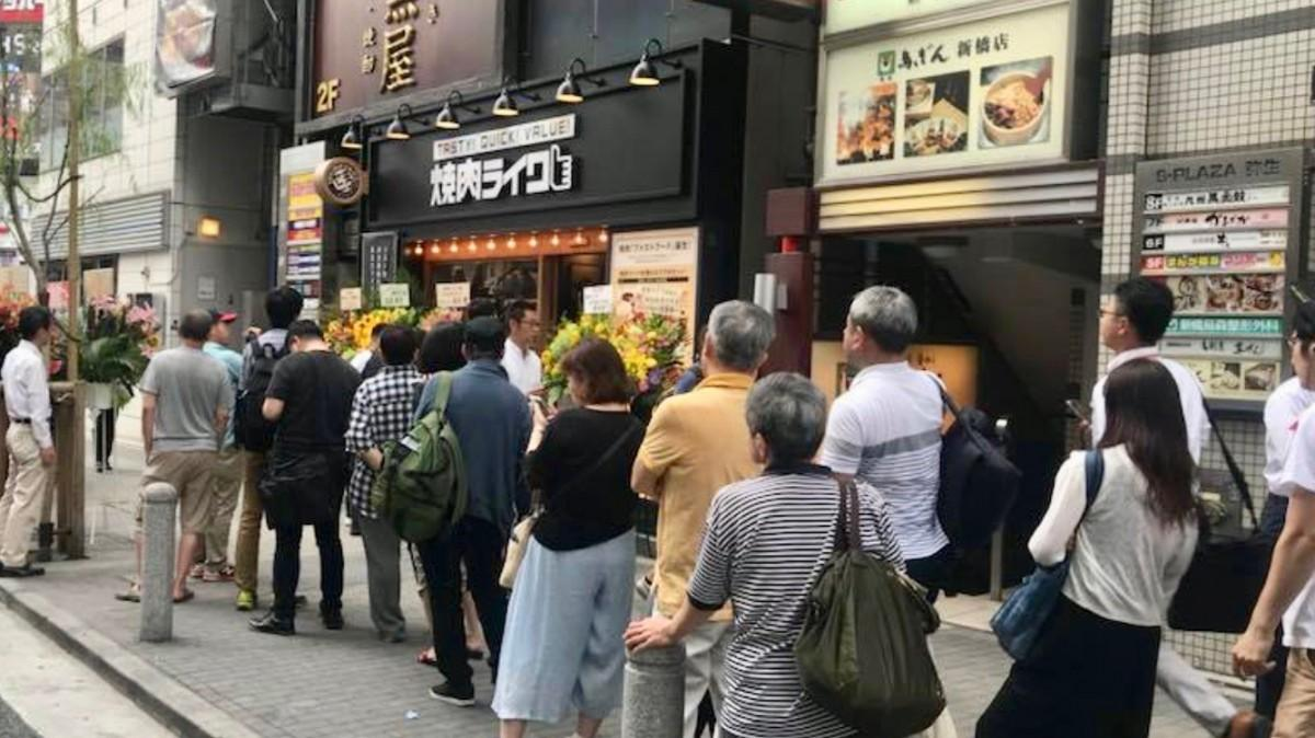 昼時になると店前には毎日行列ができる同店