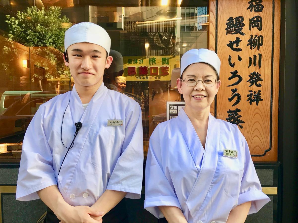 (右から)スタッフの阿久津智子さんと松竹桃太郎さん