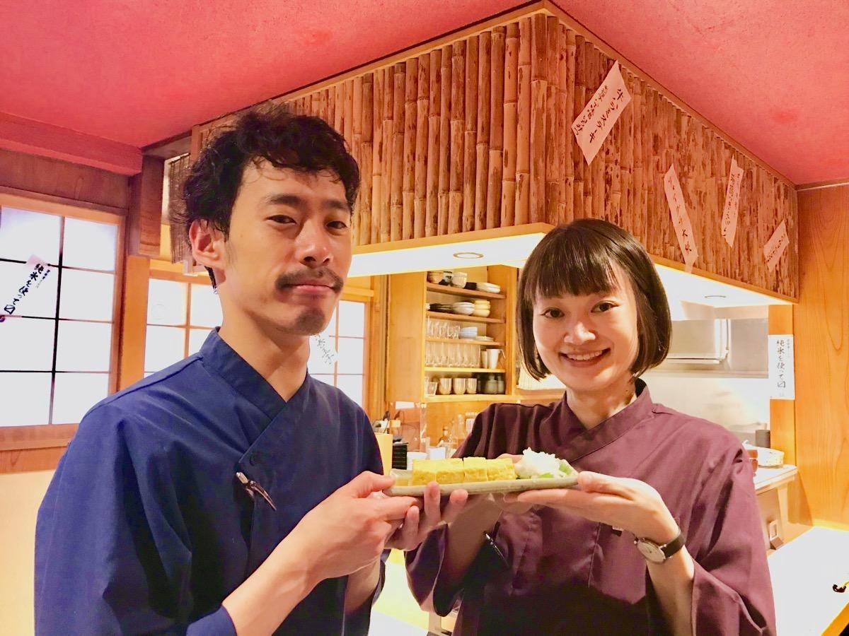 料理長の森本健太さん(左)とおかみの山川千絵さん(右)