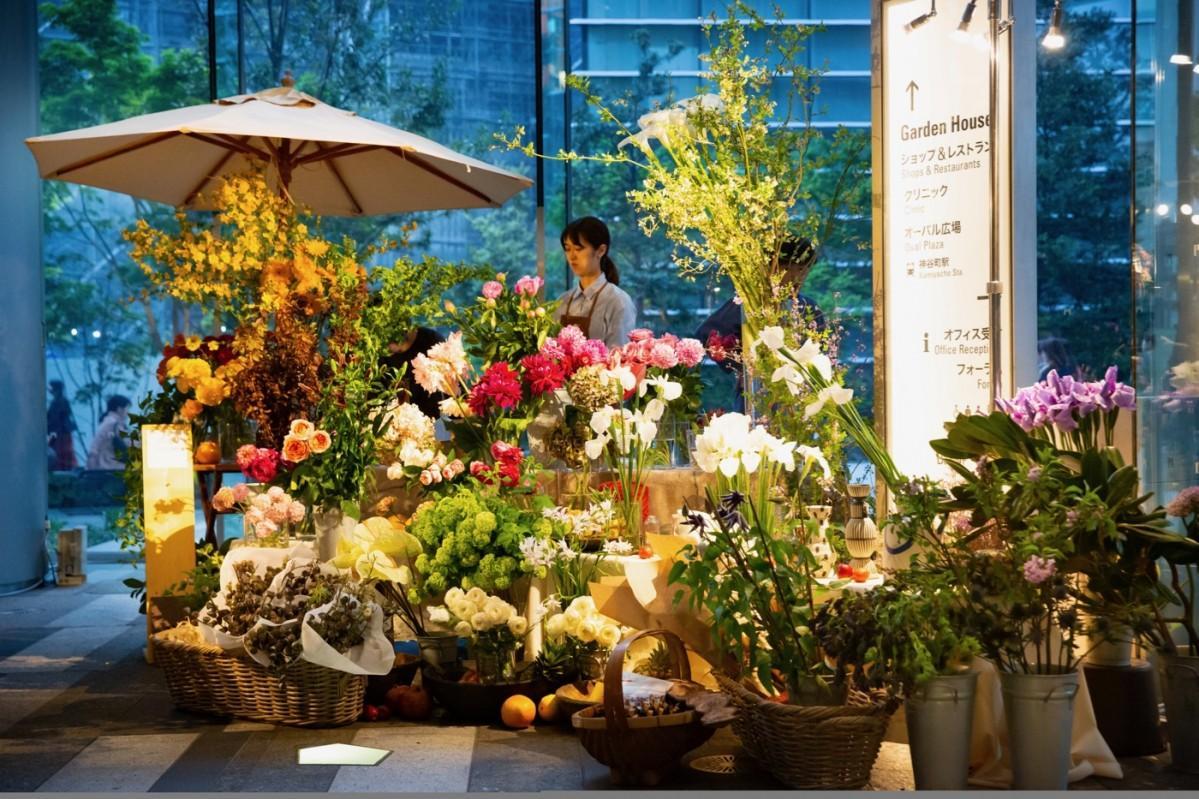 フラワースタイリストの平井かずみさんが監修する「花」のイベント「TORANOMON FLOWER MART」