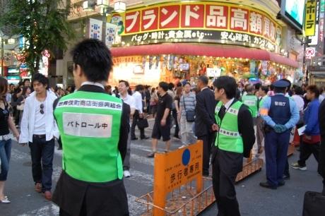 歌舞伎町で行われている「迷惑行為撲滅パトロール」