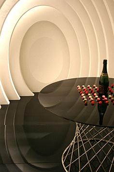 「6sense」は6人のインテリアデザイナーや建築家が空間自体を作品に見立てて行うインスタレーション展