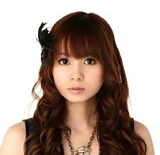 同イベントの公式テーマソング「Shiny GATE」(Sony Music Records)を歌う中川翔子さん