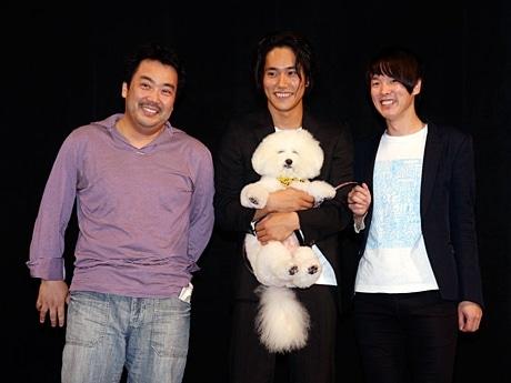 トークショーで盛り上がった李闘士男監督、松山ケンイチさん、カジヒデキさん(左から)