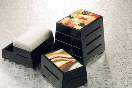 銀座の名店「六雁」の跳び箱を模した「おせち八段重」(157,500円)