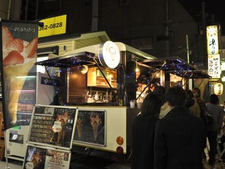 プレオープニングイベントを行った「MOMI&TOY'S 新宿東口中央通り店」