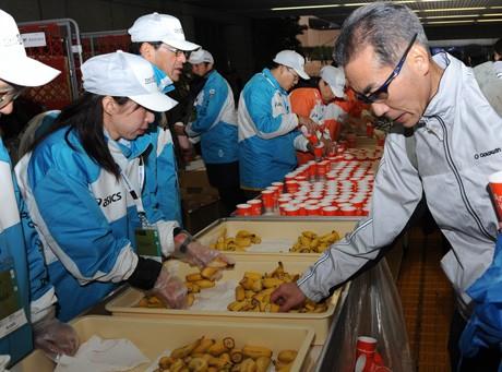 ランナーの栄養補給に配布されたバナナ(写真は昨年の大会) ©TOKYO MARATHON