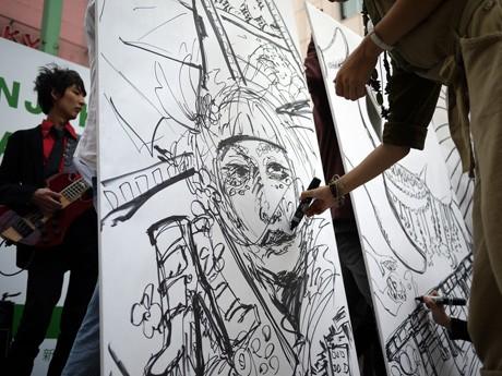 初開催されるアートイベント「学生万博」(写真=昨年「学生クリエイターズ・フェスタ」で行われたライブペイントの様子)