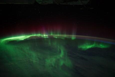 宇宙から見たオーロラ( Image courtesy of the Image Science & Analysis Laboratory, NASA Johnson Space Center )