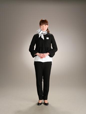 デザイナーYOKOCHAN(ヨーコチャン)による案内係の新制服