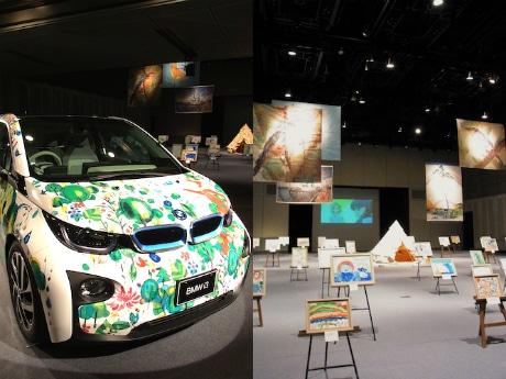 1階ホールの「The Art Car」(左)と「大てんらんかい」(右)