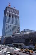 完成まであと1年-新宿駅新南口ビルと新宿交通結節点の工事進む