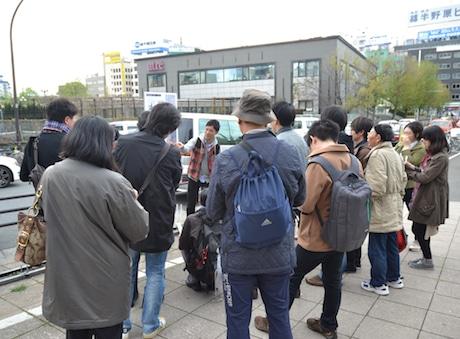 街歩きは人気で応募が集中するという(前回実施時の様子)