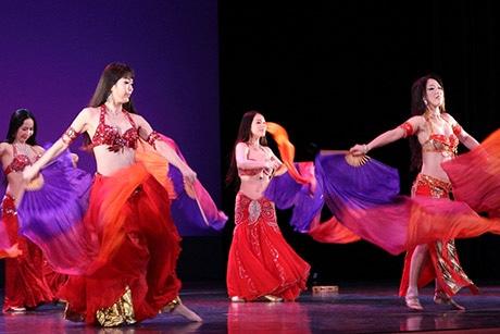 ベリーダンスから盆踊りまで、世界各国から39組が出場