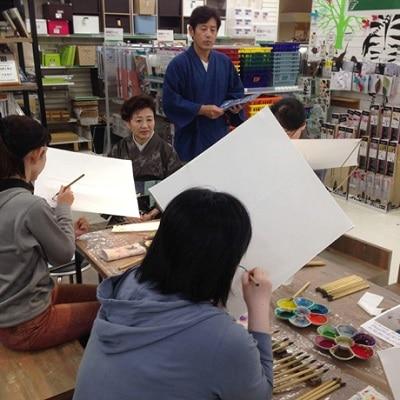 昨年10月の東急ハンズコラボ第1弾。田邊慶子さんの手描き友禅染ワークショップの様子