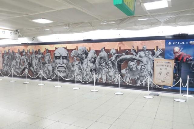 JR新宿駅に現れた巨大ポスター