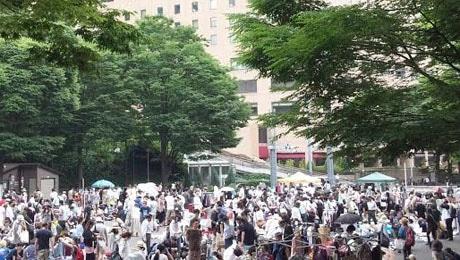 新宿中央公園で開催されるフリーマーケット 2014年6月21日の様子