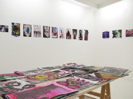 大島尚悟さんの展示「滲んだ景色」。作品が飾られたギャラリー内の様子
