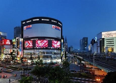 週替わりでショートフィルムを上映する新宿駅東口の「ユニカビジョン」