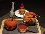 ヒルトン東京、「炎の激辛バーガー」提供開始 あまりの辛さにリタイアも