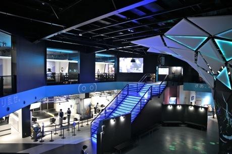 歌舞伎町にオープンした「VR ZONE SHINJUKU」館内の様子