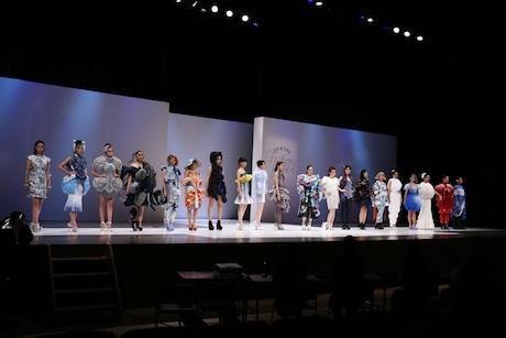 「新宿ファッションフィールド2016」ファッションショー(第二次審査)の様子。第一次審査で入選した20人が作品を発表